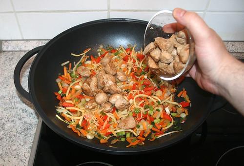 49 - Putenfleisch wieder in Wok geben / Put turkey back in wok