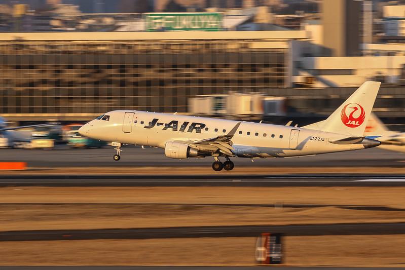 JA227J J-AIR ジェイ・エア Embraer  ERJ-170