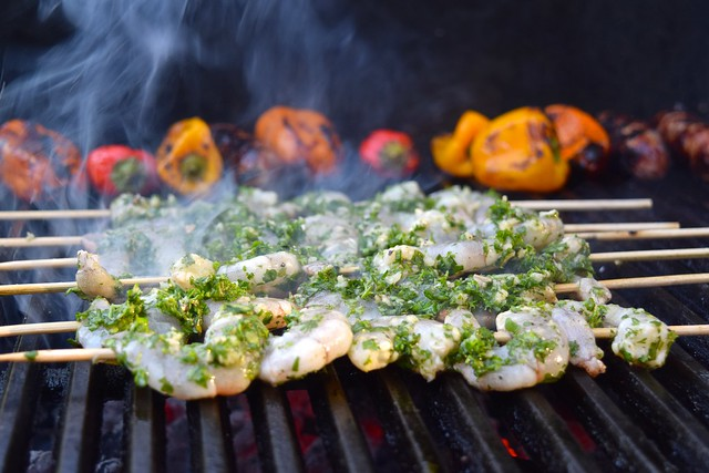 Barbecuing Herby Lemon & Garlic Barbecue Prawn Skewers | www.rachelphipps.com @rachelphipps