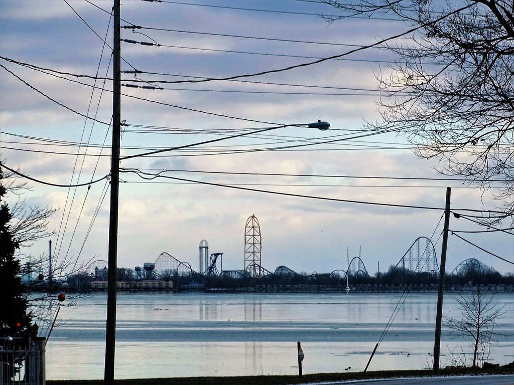 hot wires and ice-Lake Erie in Winter   Happy Telegraph Tues…   Flickr