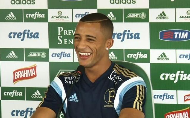 Vitor Hugo tem alta ap�s pancada, mas deve ser desfalque do Palmeiras