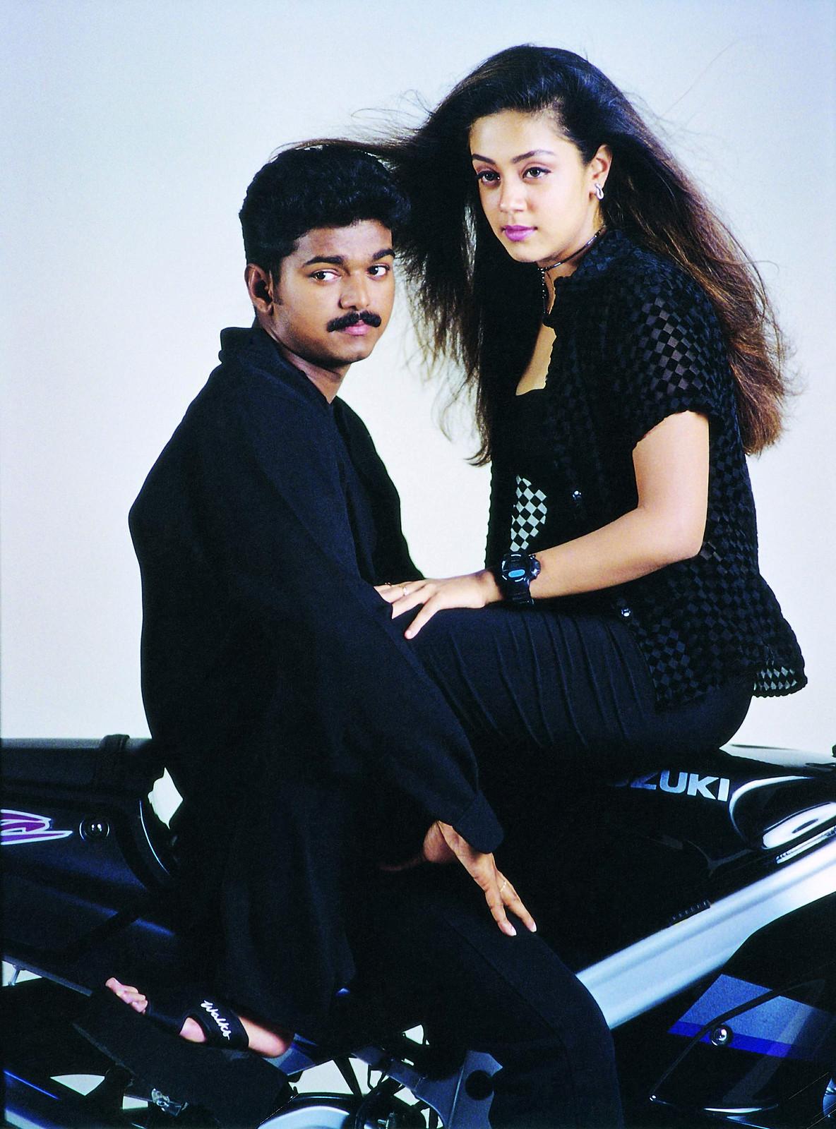 Thalapathy Vijay and Jyothika in Kushi