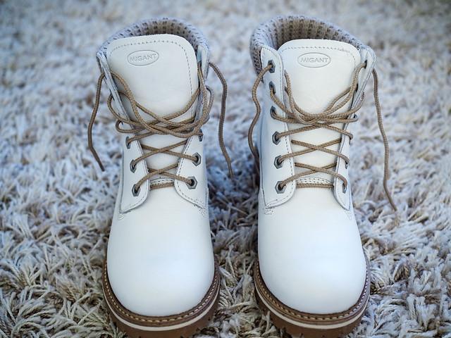 P1061005.jpgWhiteMigantLeatherAnkleBoots, valkoiset talvi nilkkurit, nahkanilkkurit, migant, nahkakengät, leather shoes, white winter ankle boots, leather ankle boots, kenkärepo, ostokset, shopping, style, tyyli, muoti, fashion, inspiration, shoes, kengät,