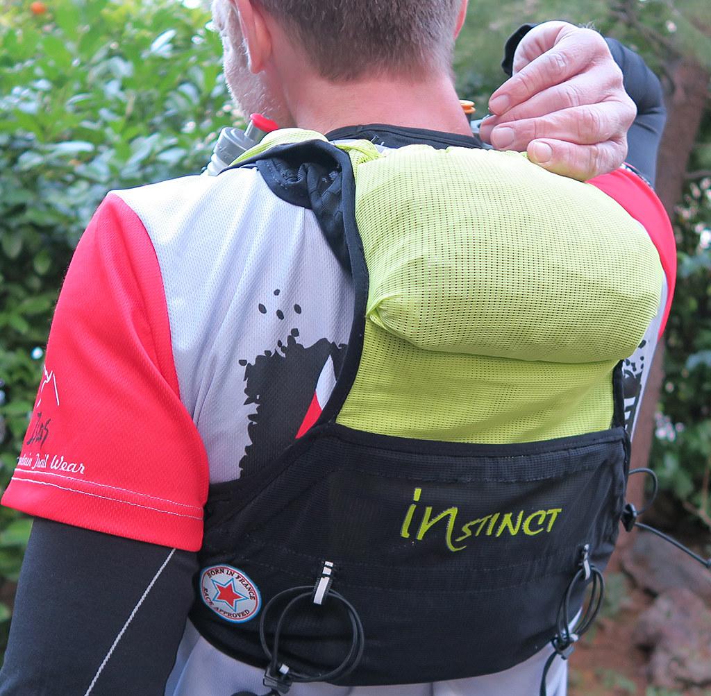 Η εξωτερική πάνω τσέπη είναι πολύ πρακτική για να αποθηκεύουμε κάτι στο οποίο θέλουμε άμεση πρόσβαση πχ αντιανεμικό