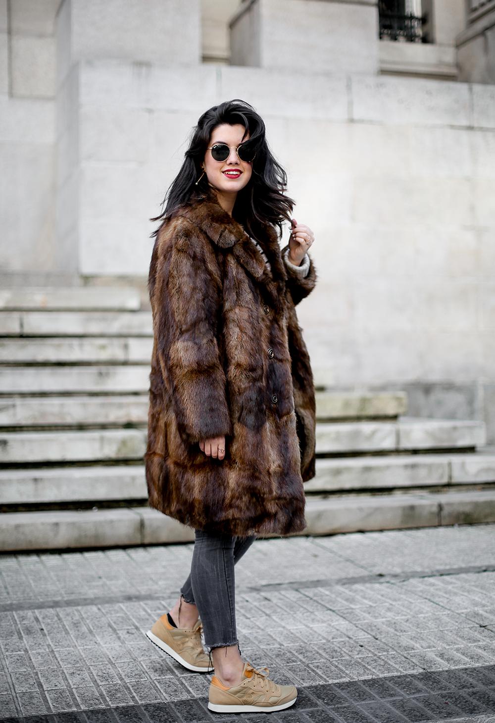 vintage-fur-coat-saucony-sneakers-look-myblueberrynightsblog9