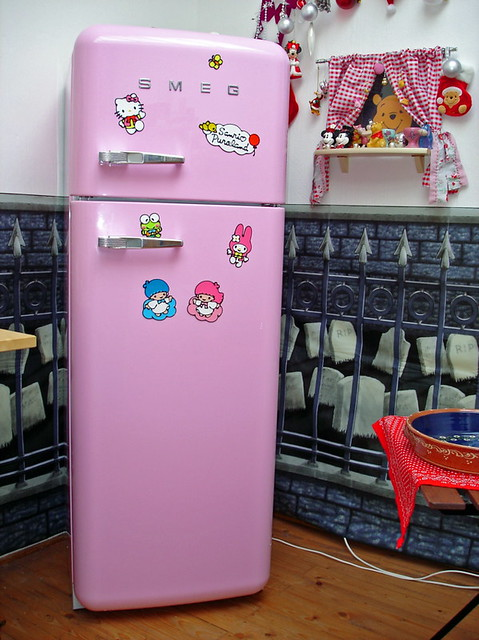 hello kitty fridge neu rosa hello kitty k hlschrank andrea stolzenberger flickr. Black Bedroom Furniture Sets. Home Design Ideas