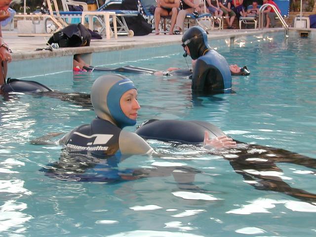 Static breathold training in the pool explore lars for Garden training pool
