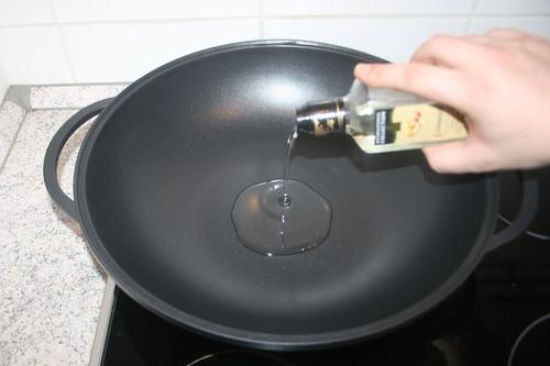 37 - Erdnussöl erhitzen / Heat up peanut oil