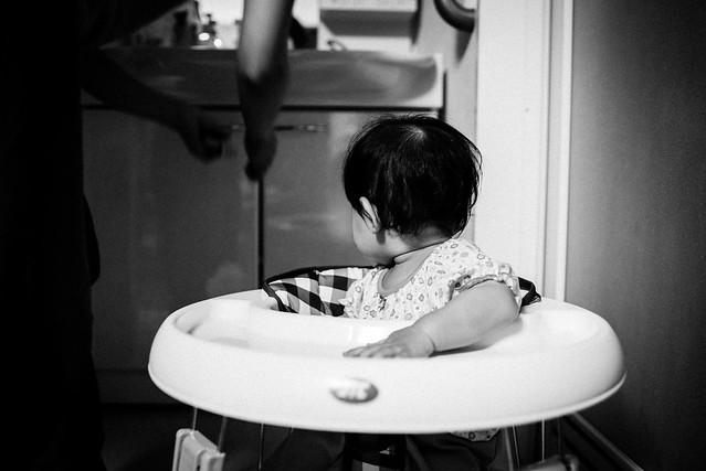 歩行機を得た9か月の娘