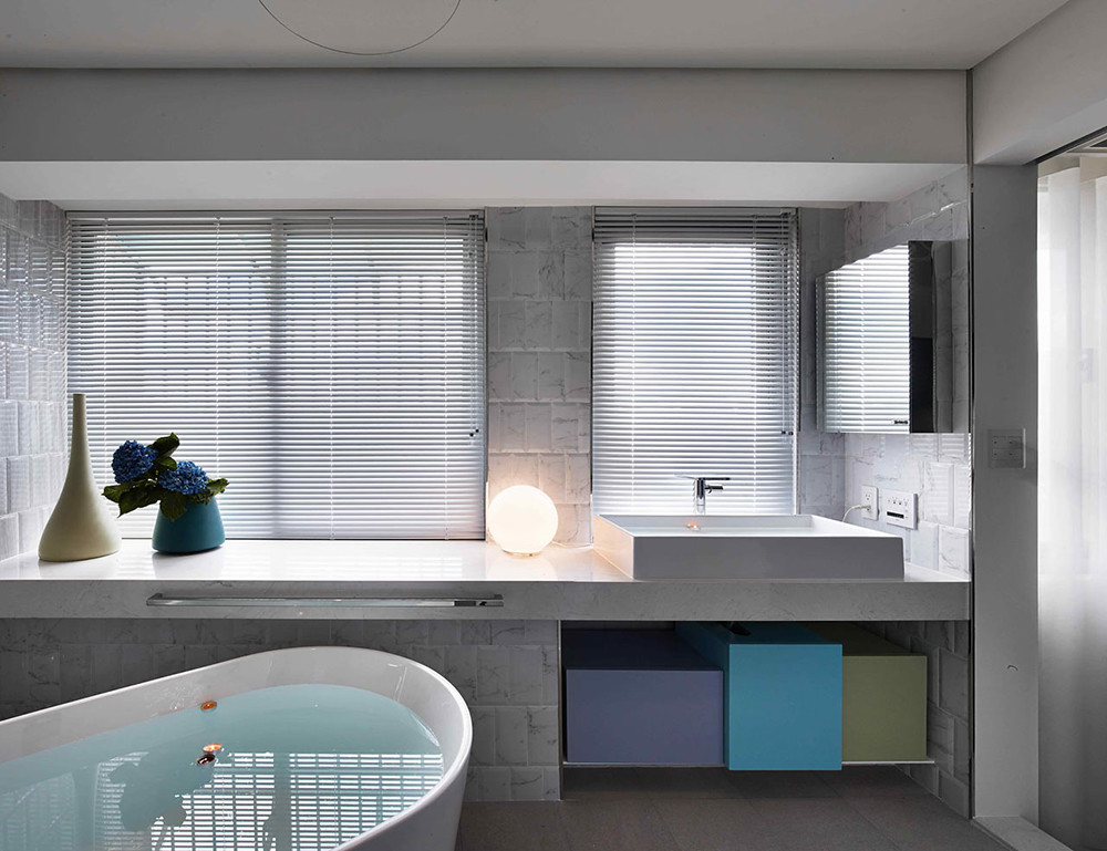 A colorful apartment by Waterfrom Design Sundeno_20