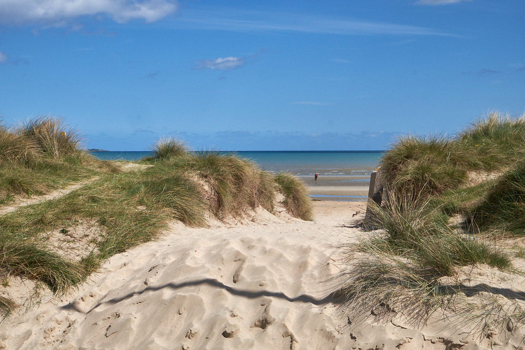 utah beach Utah beach 6th june 1944 background utah beach was the extreme right flank of the allied landings on 6th june 1944, and was part of a joint operation with american airborne troops to gain a foothold on the carentan penninsula, which lead to the vital port of cherbourg.
