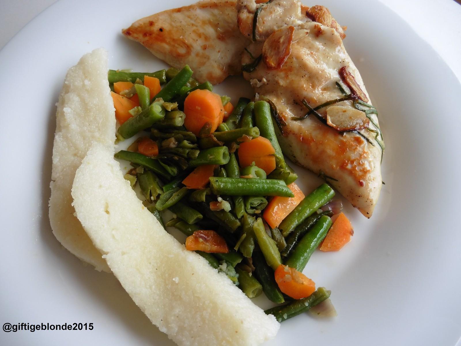 Hühnerfilet, Karotten mit Fisolen, gebratene weiße Polenta