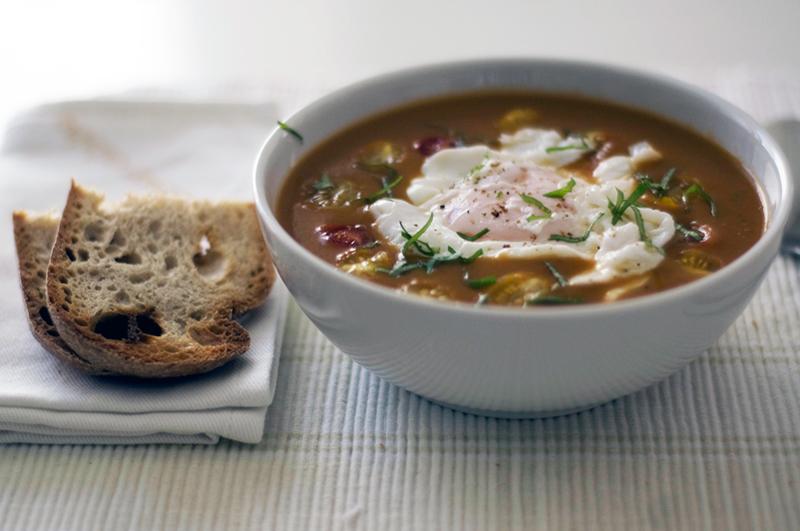 Sopa de dois tomates (com ovo escalfado)