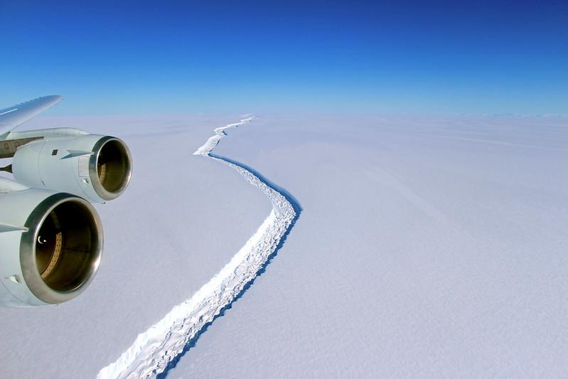由NASA拍攝到的拉森C冰棚裂縫,John Sonntag攝。