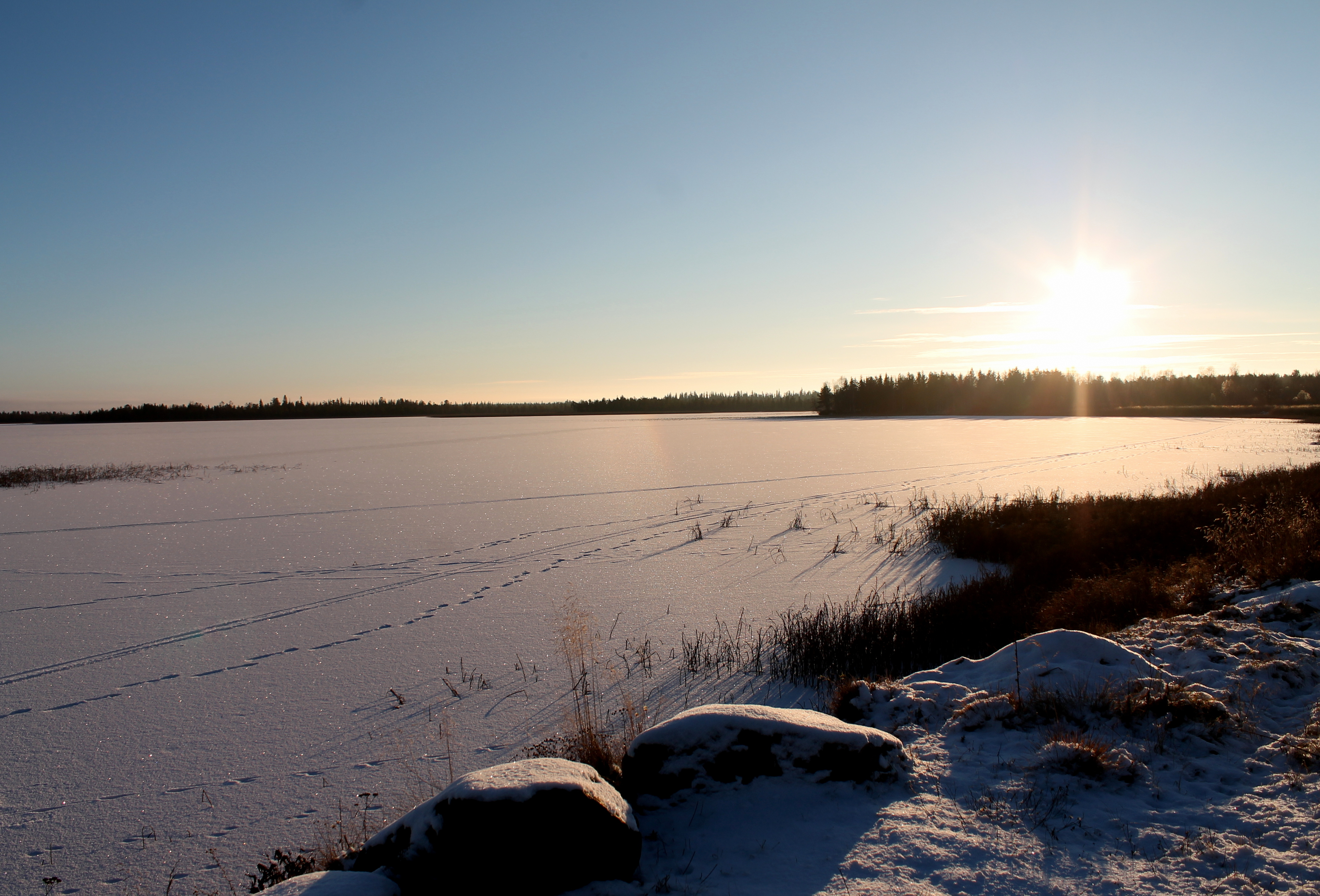 ylläsjärvi auringonlasku