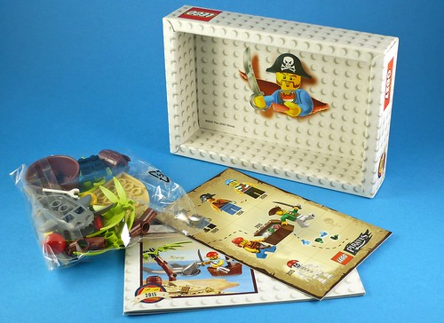 LEGO Pirates 5003082 Classic Pirate Minifigure box05