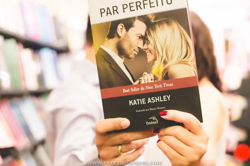 Patricia-e-Marcos-pré-wedding-livraria-por-Everson-Tavares-9420