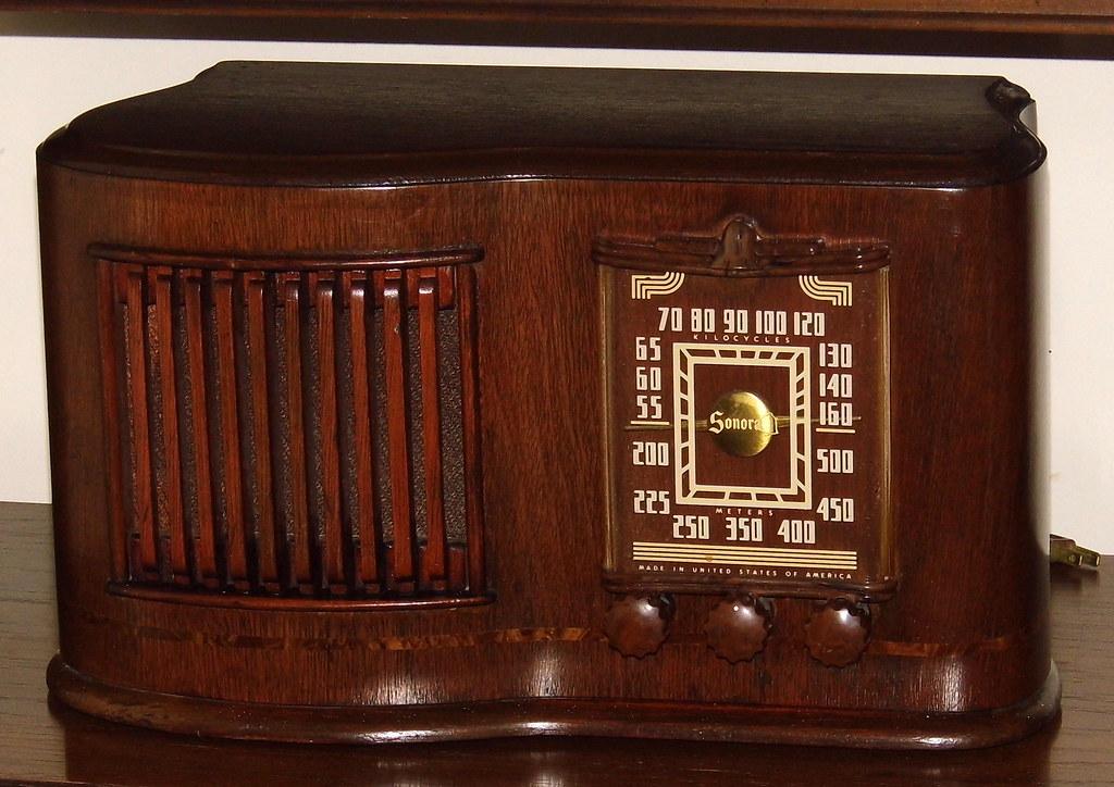 Vintage Sonora Table Radio Model Rcu 208 Broadcast Band