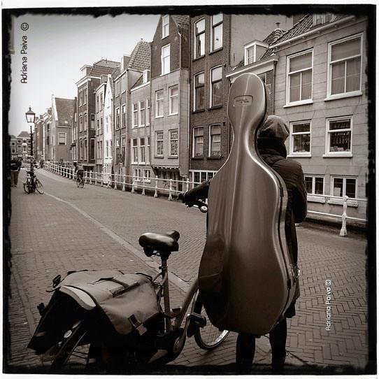 musicista europeia centro histórico europeu europeias ruas