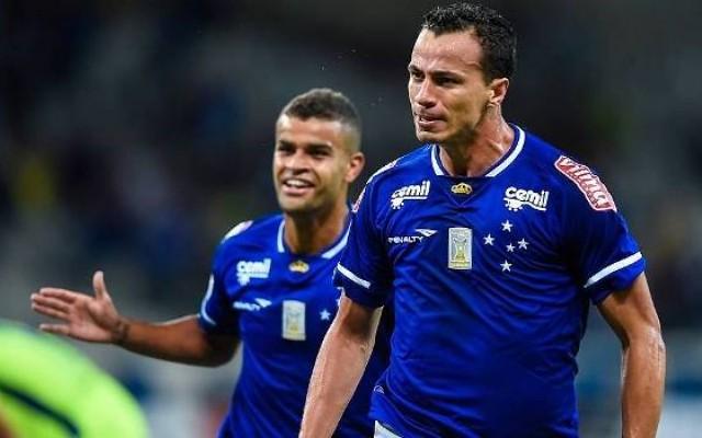 Leandro Dami�o define futuro nesta semana e futebol portugu�s deve ser o destino do atacante