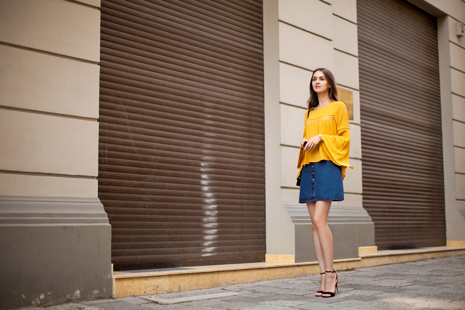hm-mustard-top-denim-skirt-70s-trend-outfit