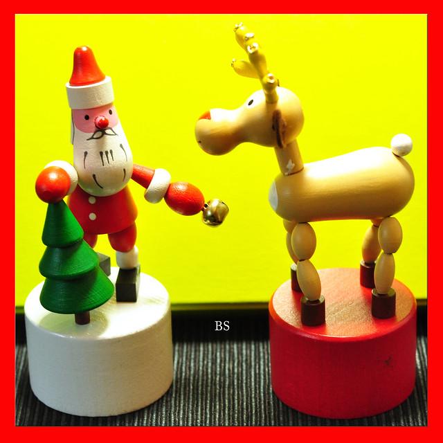Nikolaus, Weihnachtsmann, Elch ... mein weihnachtlichen Drückfiguren ... Weihnachtsdekoration - Foto: Brigitte Stolle