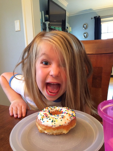 annie loves donuts