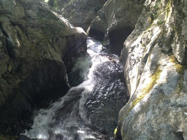霊仙山 谷山谷登山道 滝