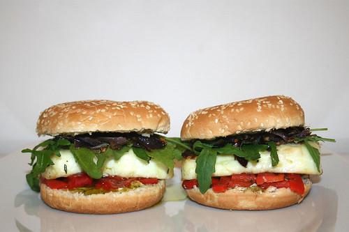 31 - Halloumi Burger - Served 2 / Serviert 2