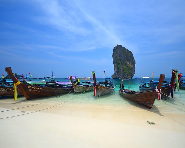 Orilla de la playa de Poda y el famoso peñón de Ko Ma