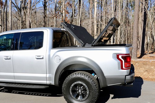 A Heavy Duty Truck Bed Cover On A Ford F150 Raptor Flickr