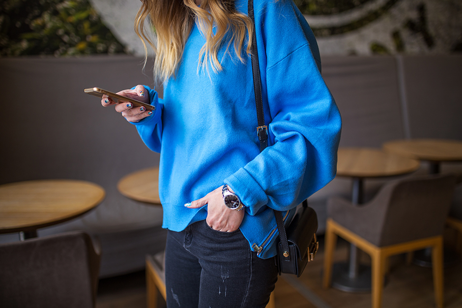 royal-blue-sweater-jumper-outfit