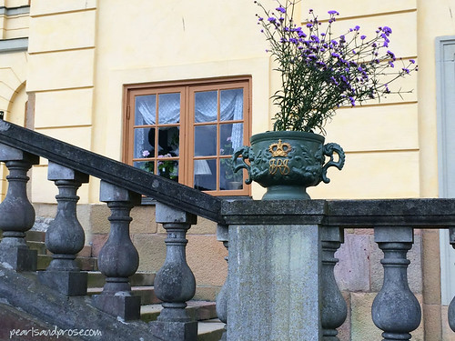 drott_flowers_balustrade_web