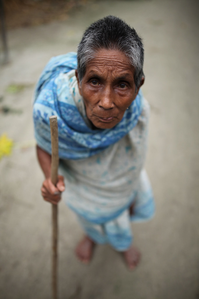 Old women walking bangladesh — pic 9