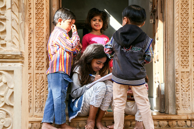 Kids in Jaisalmer, India ジャイサルメール 路地の子どもたち