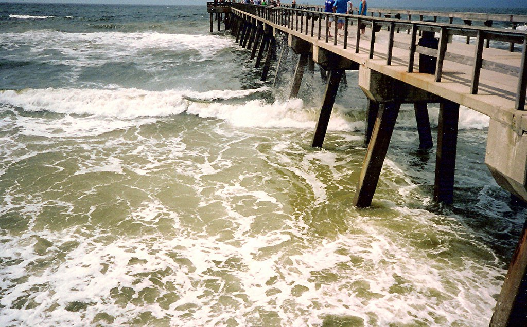 Breakers at the gulf state fishing pier in gulf shores al for Mobile alabama fishing report