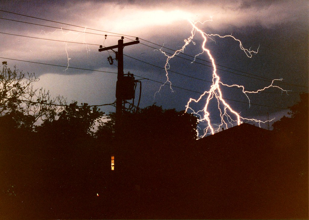 the causes and characteristics of lightning strikes