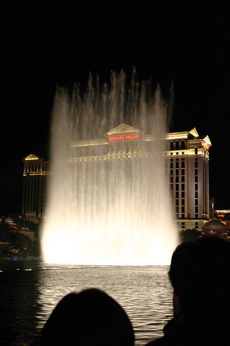 Water show at the Bellagio | by jennyology