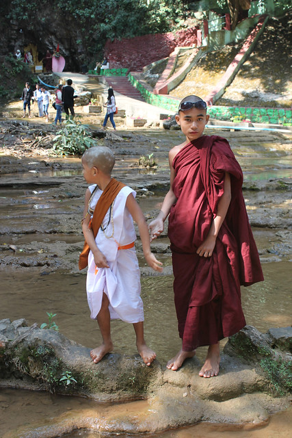 20150215_4747-young-monks_resize