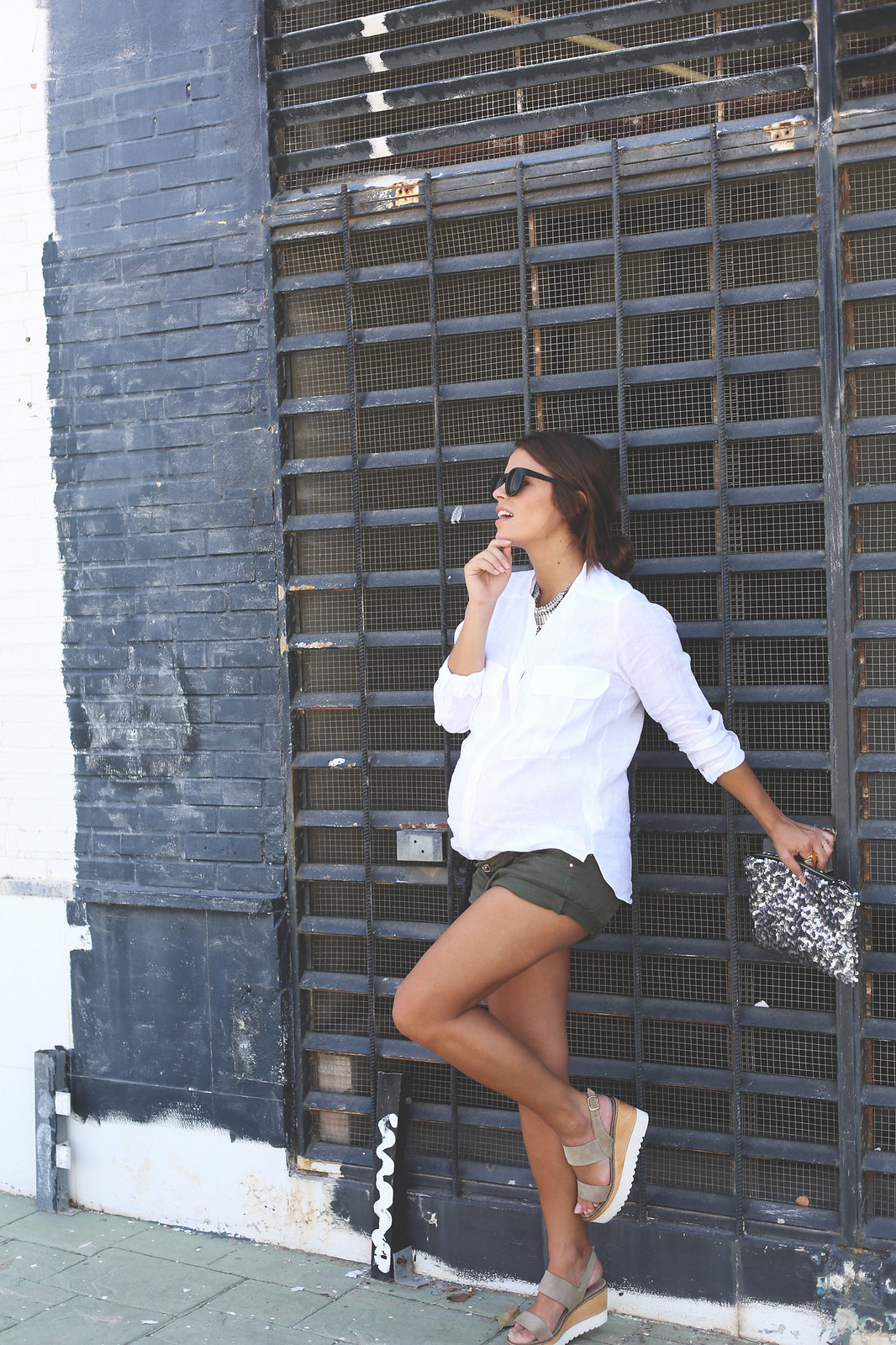 9. white linen shirt khaki shorts wedges shoes - jessie chanes - pregnancy