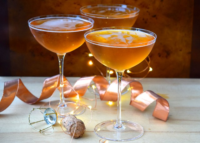 How To Make Champagne Cocktails for New Years Eve | www.rachelphipps.com @rachelphipps