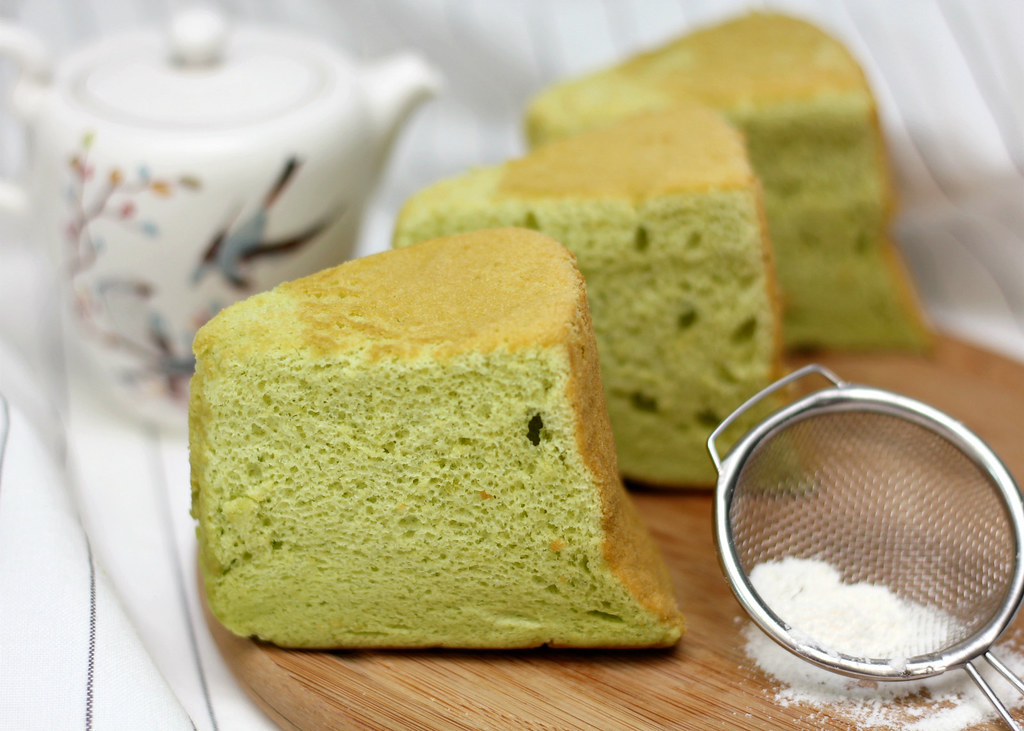 The Ultimate Pandan Chiffon Cake : Pure Pandan