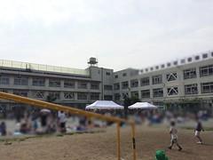 小学校でフリーマーケット