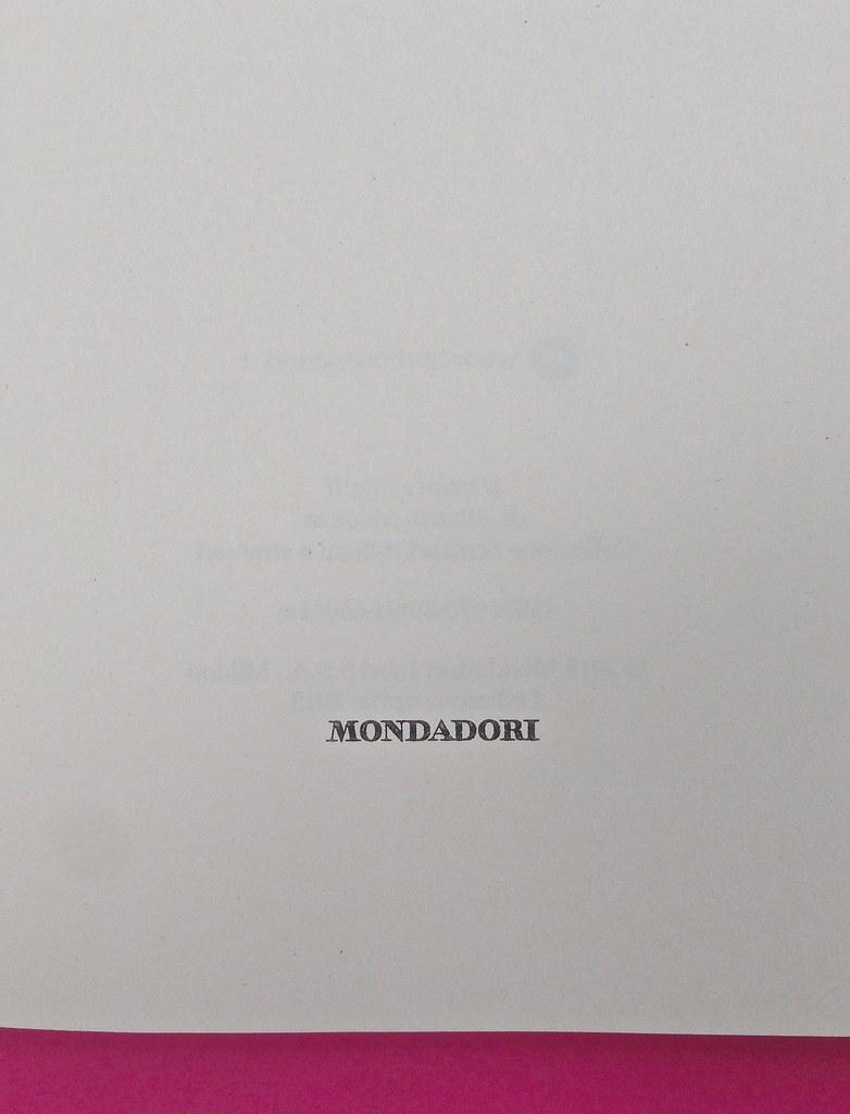 Alberto Milazzo, Uomini e insetti. Mondadori 2015. Art director Giacomo Callo; graphic designer Andrea Geremia. Frontespizio, a pag. 3 (part.), 2