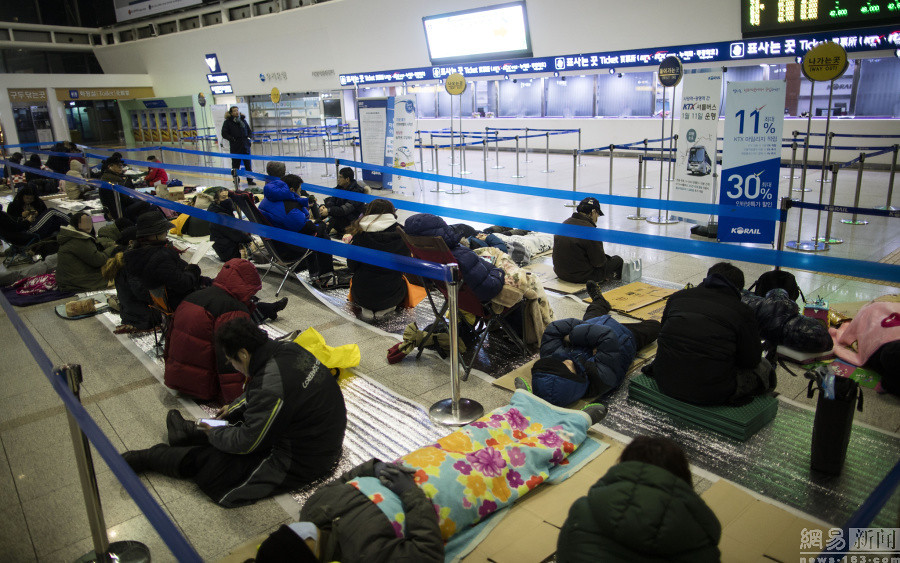Korea travel train ticket sales people stay up floor tickets