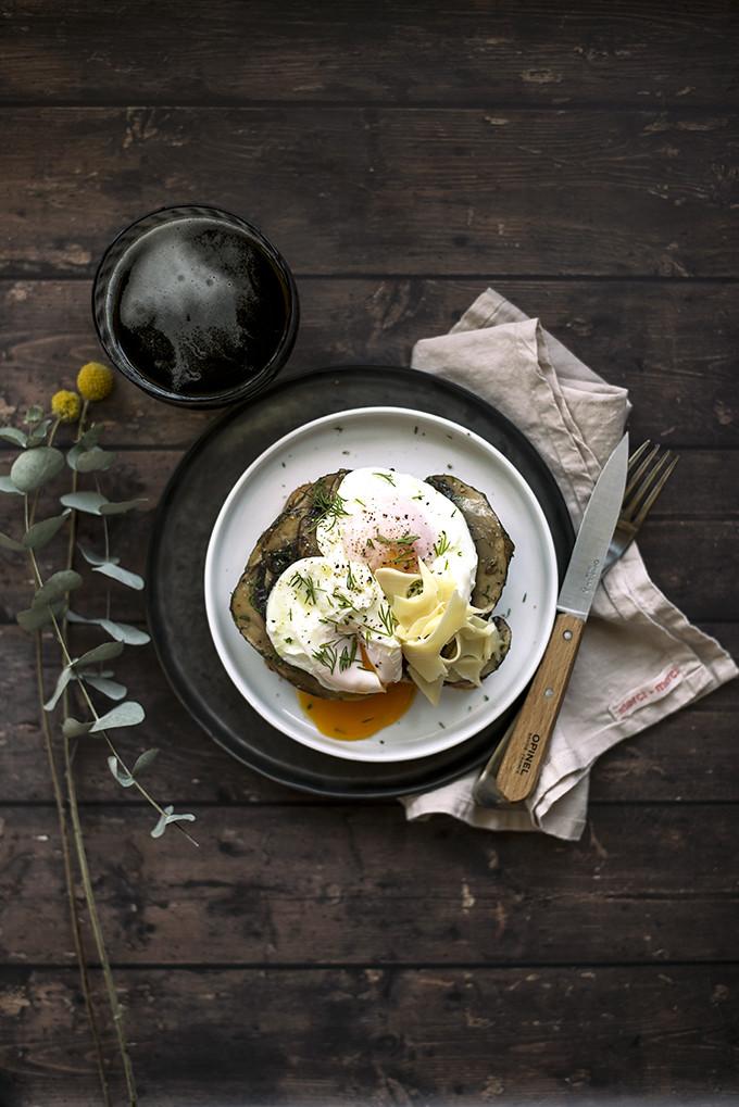 uova con funghi e groviera