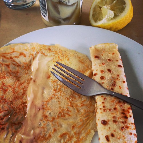 And finally, after the dog ate his pancake, and the husband ate his pancake, I ate my pancakes, plural, two for me. ✌🍴😋 #pancake #lemon #honey #food #breakfast