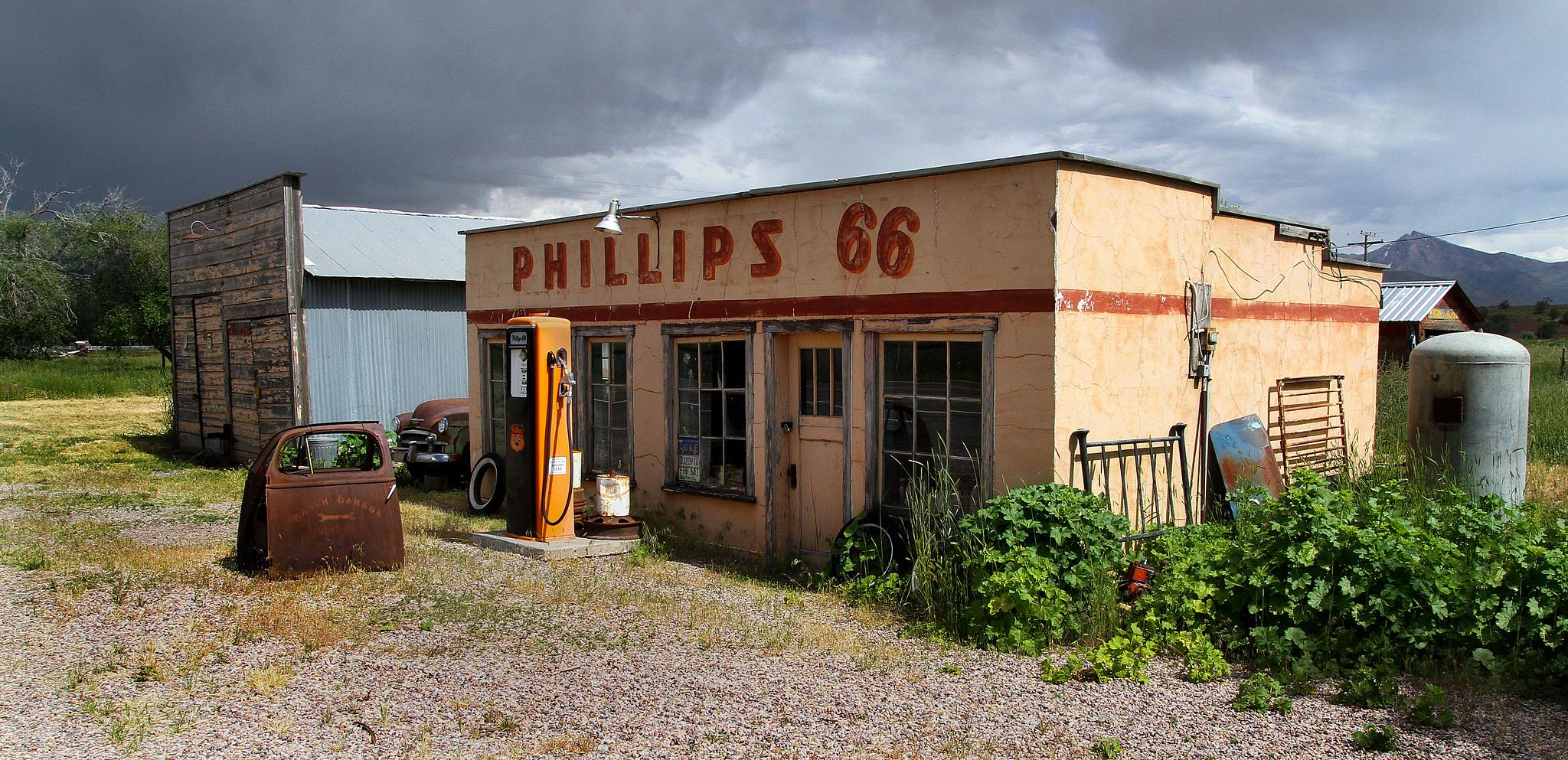 Phillips 66 - Leamington, Utah U.S.A. - May 27, 2016