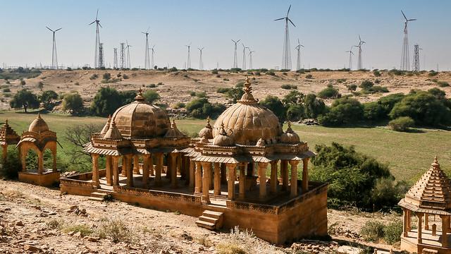 Windmills and royal cenotaphs in Bada Bagh, Jaisalmer, India ジャイサルメール バダ・バーグの王家の墓と風力発電所