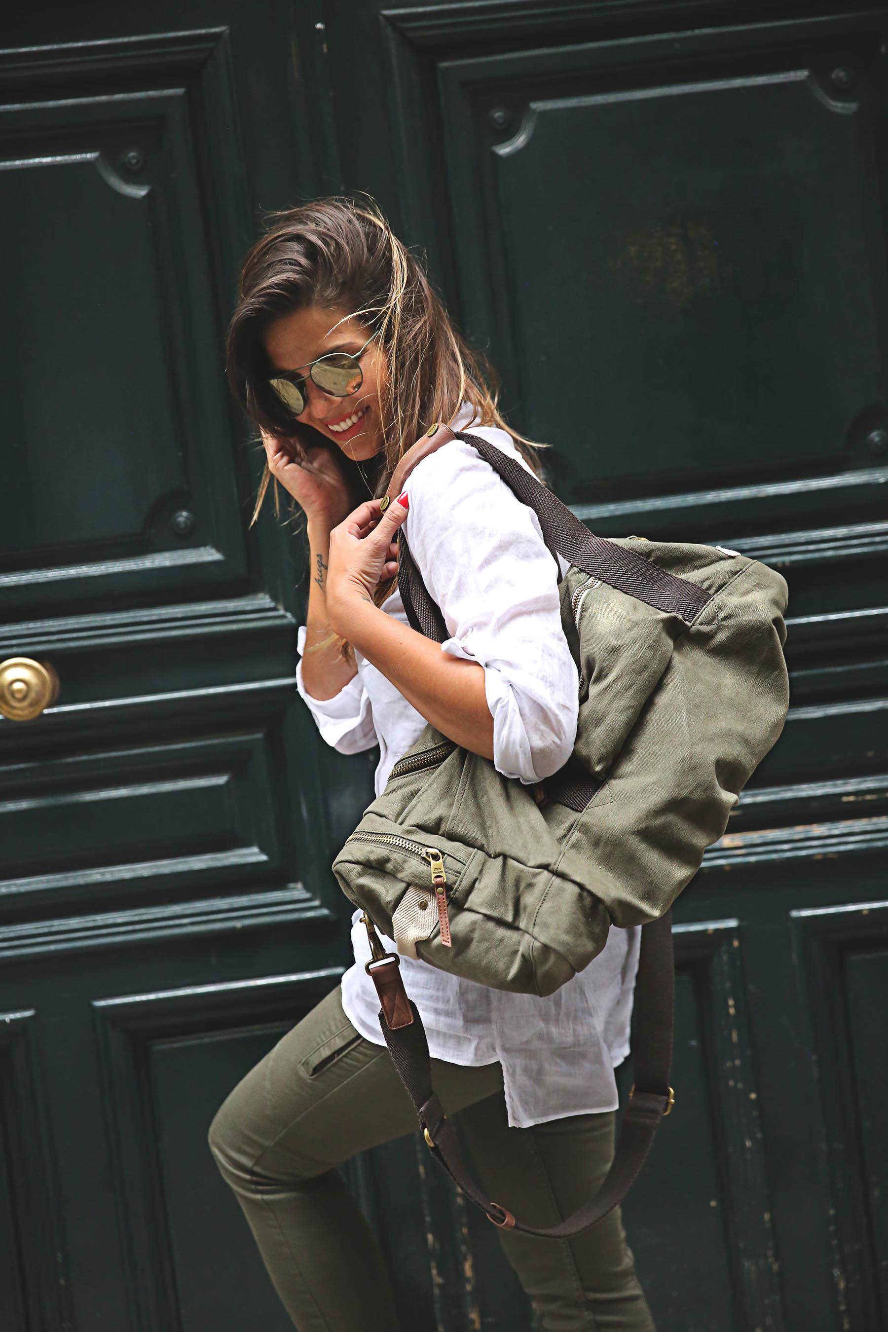 trendy-taste-look-outfit-street-style-steve-madden-ootd-blog-blogger-fashion-spain-moda-españa-safari-traveling-viaje-bolsa-bag-khaki-caqui-pants-sandalias-zuecos-8